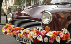 鲜花婚车装饰欣赏 这样的婚车太浪漫了