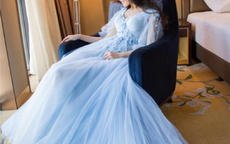 冰蓝色婚纱图片欣赏 蓝色婚纱代表什么意思