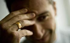 男生戴戒指在左右手的不同含义