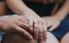 女婚戒戴左手还是右手 婚戒只能戴在无名指吗