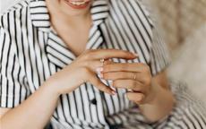 钻戒带中指还是无名指 钻戒只能订婚戴吗