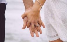 戒指戴哪只手有讲究吗 没结婚女生怎么戴戒指