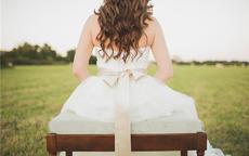 伴娘服后背绑带分解图 礼服后面的绷带怎么绑