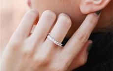 单身带戒指戴哪个手指 单身可以戴哪种戒指
