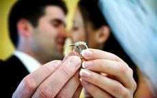 男生无名指戴戒指是什么意思 左右手一样吗