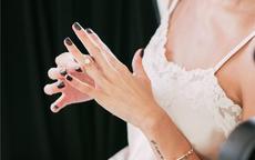 女生婚戒带左手还是右手 国内婚戒的正确戴法