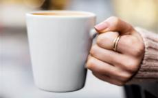 未婚女生左手食指戴戒指什么意思 有什么特别寓意