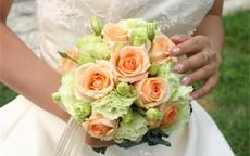 接到新娘手捧花说什么