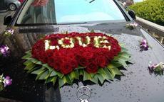 婚车造型图片 鲜花婚车如何装饰更美