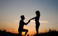 求婚跪左腿还是右腿,有什么讲究?