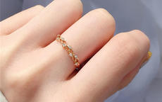女生左手带戒指含义解析 五指各代表什么意思