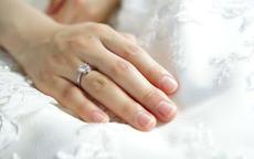 求婚戒指一般多少钱 求婚戒指选择定制好还是成品好