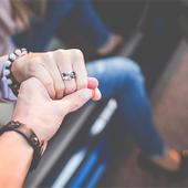 女生中指戴戒指的含义 已婚会戴在中指吗
