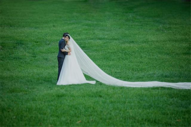 阴天拍婚纱_阴天拍婚纱照效果图