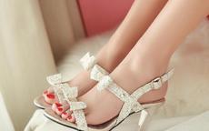 女生参加婚礼穿什么鞋子