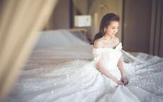 拖尾婚纱照图片 穿长拖尾婚纱的注意要点