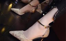 伴娘礼服裙配什么鞋子
