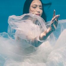 青岛水下婚纱照拍摄技巧和注意事项