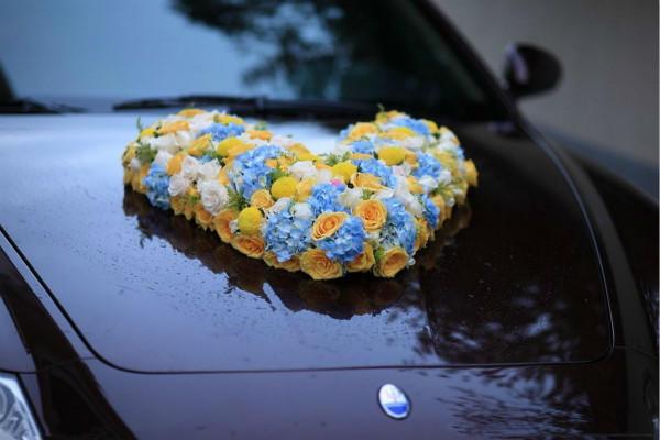 玫瑰心形婚车