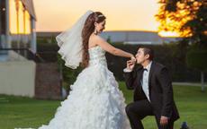 求婚姿势有哪些选择 一定要单膝跪地吗