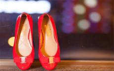 婚纱搭配什么样的鞋子