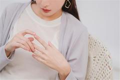 左手食指戴戒指什么意思 食指戴戒指有什么意义