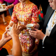 婚礼当天一定要敬茶吗 敬茶改口有什么讲究