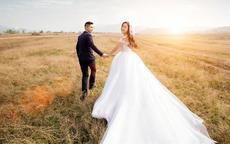 新娘的婚纱女方买还是男方买?