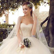 抹胸婚纱礼服适合什么样的新娘
