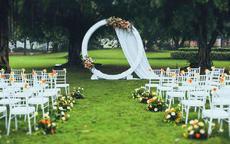 草坪婚礼图片 以及草坪婚礼在布置时要注意的细节