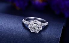 订婚戒指大概多少钱 订婚戒指价格如何