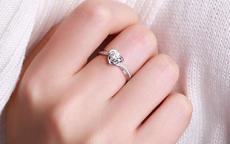 求婚戒指戴哪个手指女 90%都戴错了!