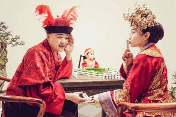 包文婧中式婚纱礼服