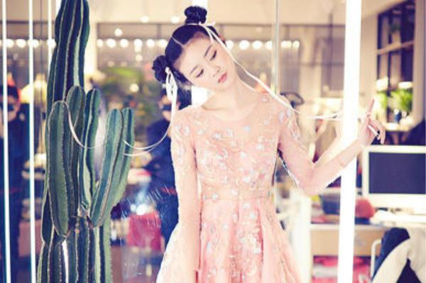 回门粉色裙子