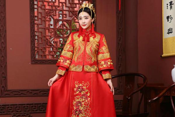 中式礼服秀禾服