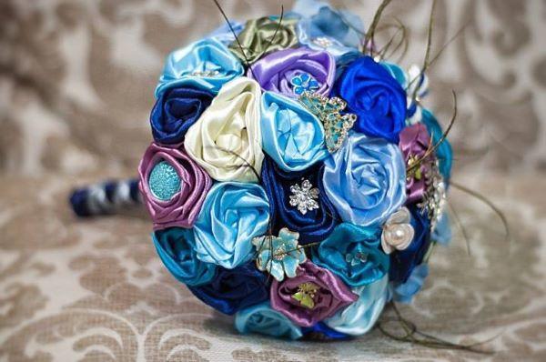 蓝色新娘手捧花