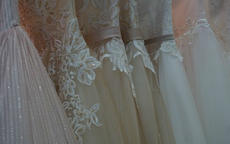 婚礼婆婆穿什么最合适 婆婆可以穿婚纱参加婚礼吗