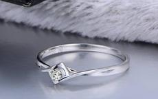 七夕情人节当天的订婚礼物可以送什么?