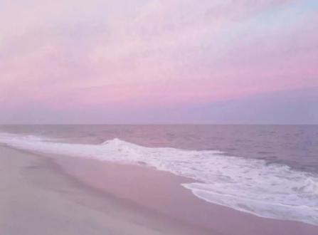 /粉色天空和大海