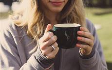闺蜜戒指戴哪个手指上 这样戴简单大方又美腻