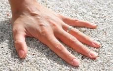 男士结婚戒指戴左手还是右手 要遵守男左女右吗
