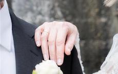 结婚时戒指应该戴在哪只手