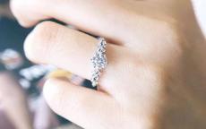 婚戒戴哪只手女方图片 女方婚戒戴法
