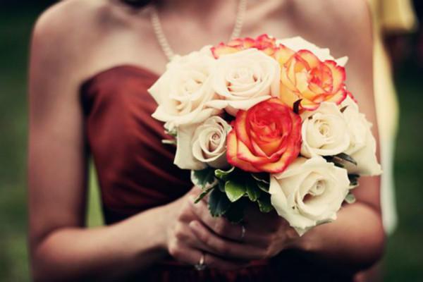 新娘拿手捧花
