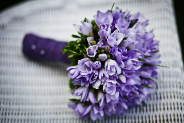 紫色手捧花花束