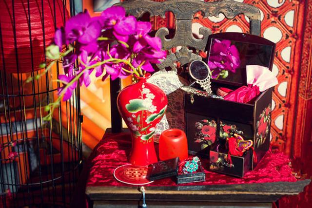 花瓶和化妆箱