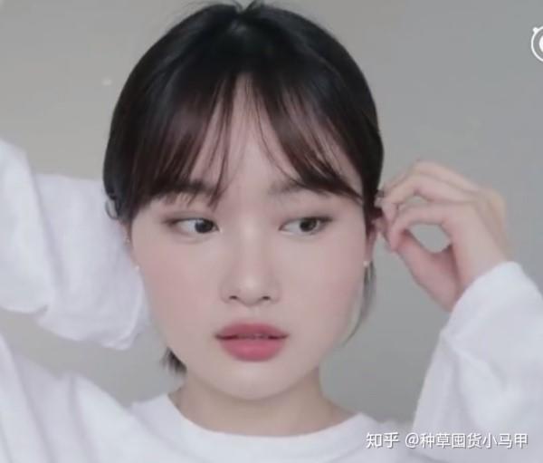 圆脸女生适合的八字刘海