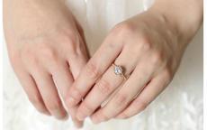 戒指戴在中指上表示什么意思