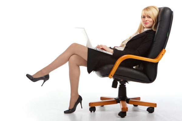 椅子上的腿部减脂操