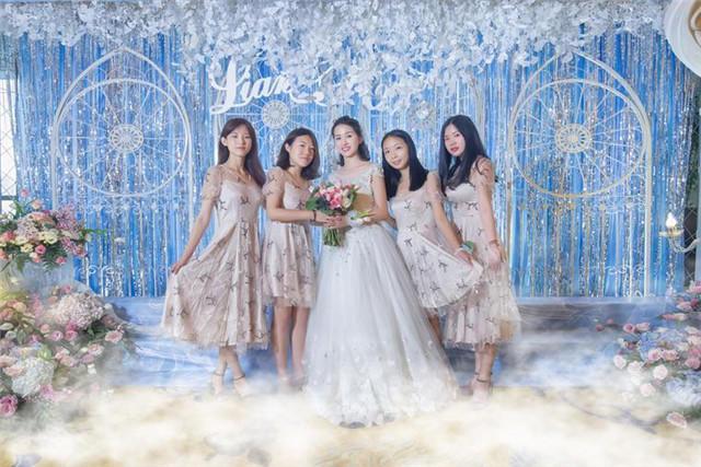 伴娘和新娘